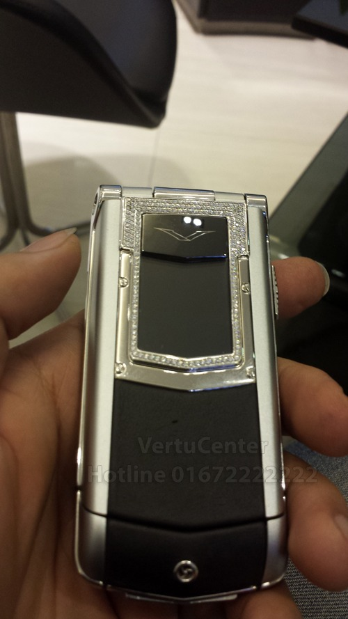 vertu-constellation-ayxta-diamond